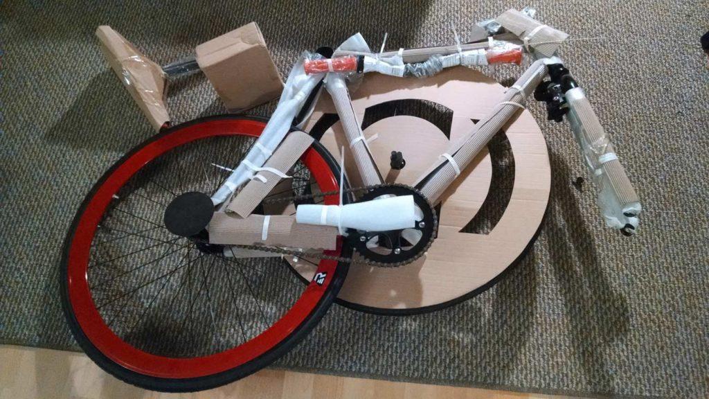 bicicleta desmontada carton